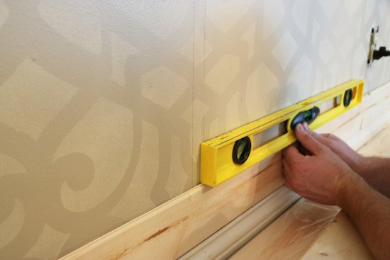 Using a level for shiplap