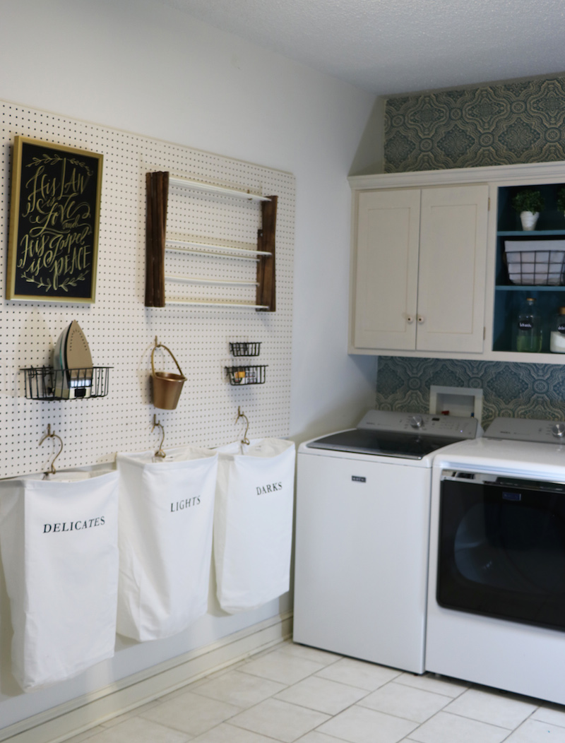 Laundry Room Peg Board Tutorial
