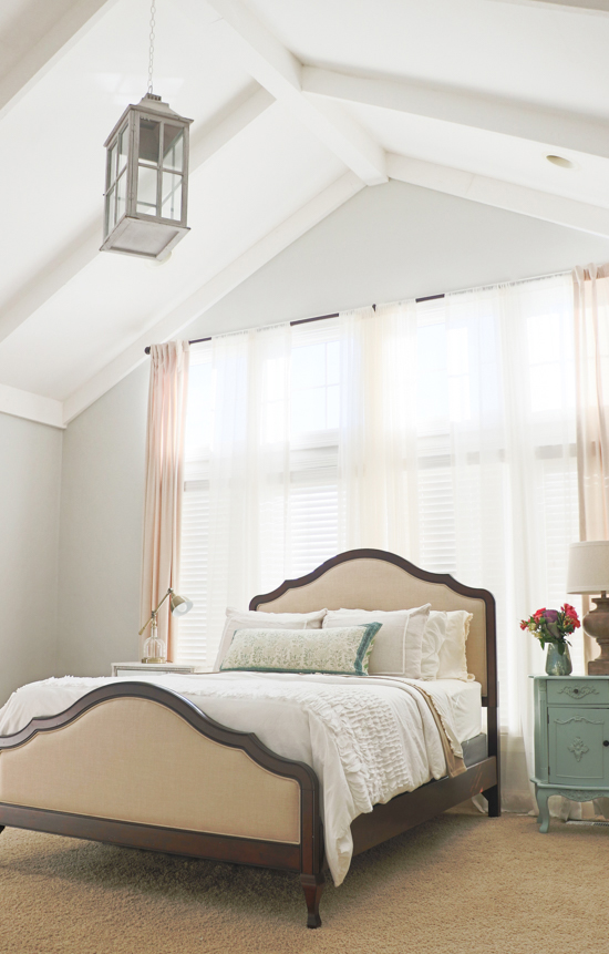 ceiling-beams-in-bedroom